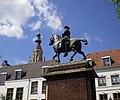 Monument Willem III en Grote Kerk, Breda.jpg