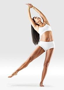 220px Mr yoga one legged crescent yoga asanas Liste des exercices et position à pratiquer