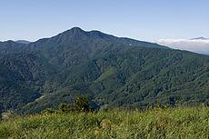 足柄山地・矢倉岳から見た金時山。金時山から足柄峠にかけての山々周辺が足柄山と呼ばれる。