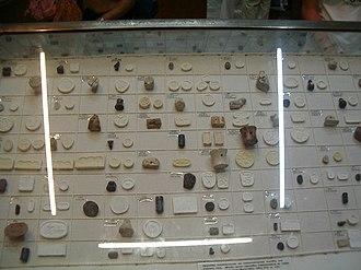 Minoan sealstone - Image: Museu arqueologic de Creta 14