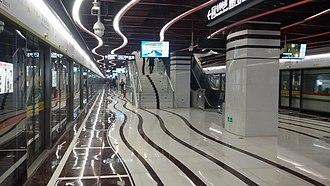 Line 13 (Guangzhou Metro) - Image: Naam Hoi San Miu Zaam Platform