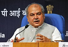 Narendra Singh Tomar addressing a press conference after launching the Swachh Sarvekshan (Gramin)- 2017, in New Delhi.jpg