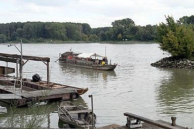 Nationalpark Donau-Auen Orth an der Donau 2012 Tschaike 01.jpg