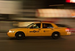 New York Yellow cab Ford Crown Victoria 1020716.jpg