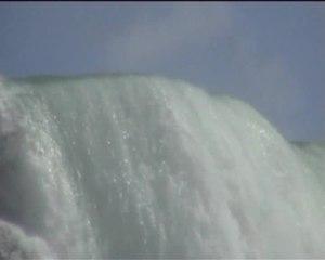 File:NiagaraKanadaHufeisenfall2006Mai.ogv