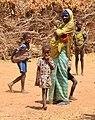 Niger, Hamka (9), woman with children.jpg