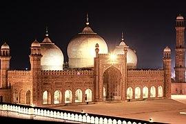 Gece Badshahi Mosque.jpg