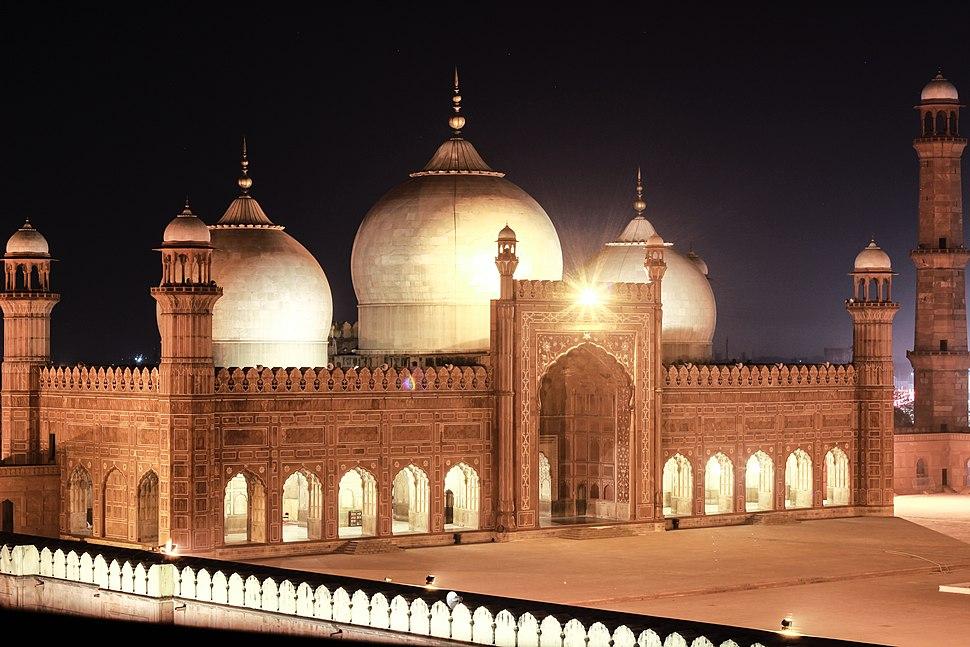 Nighttime Badshahi Mosque