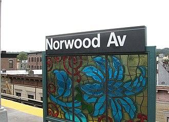 Norwood Avenue (BMT Jamaica Line) - Image: Norwood J BMT platform jeh