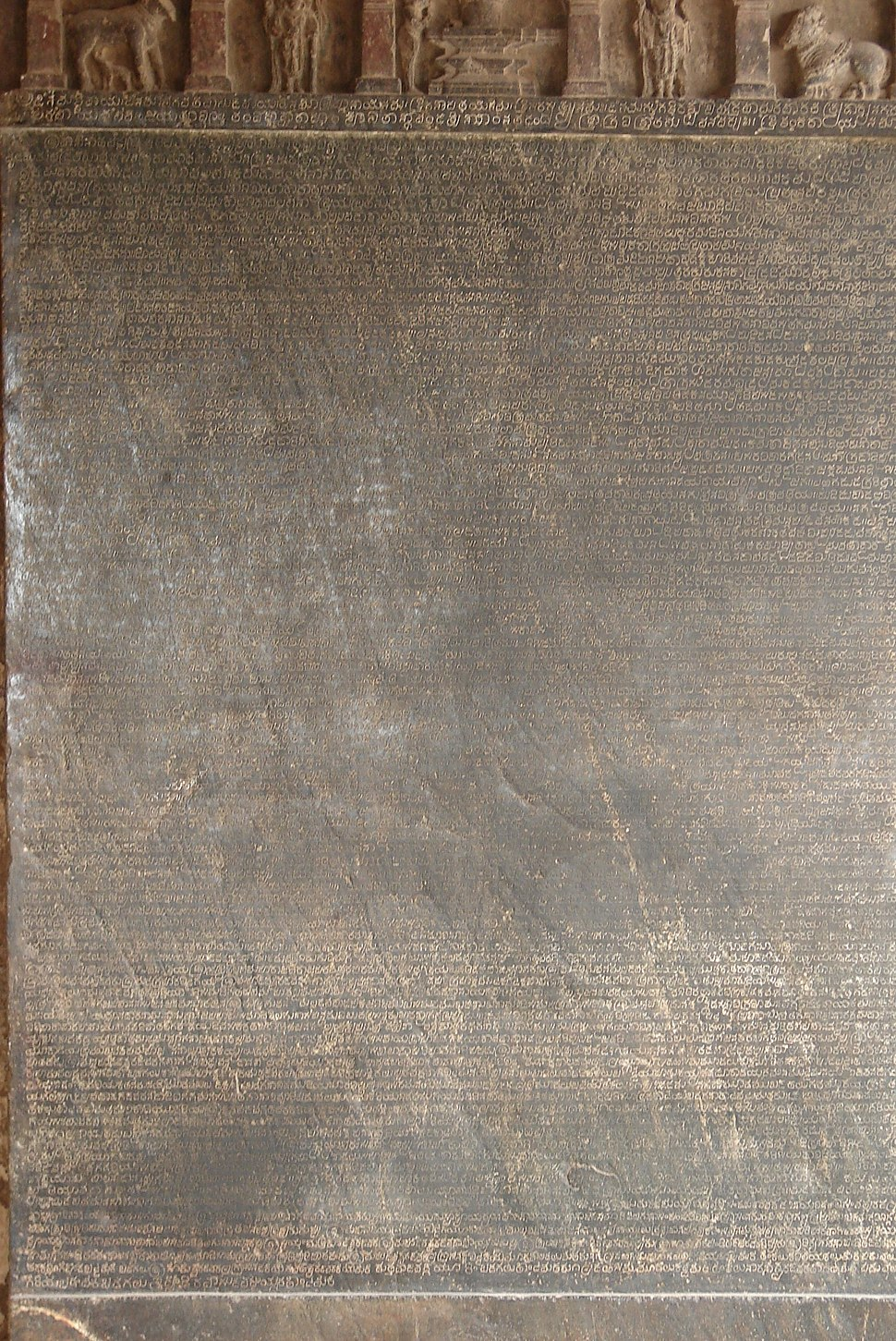Old Kannada inscription (1112 CE) of King Vikramaditya VI in the Mahadeva temple at Itagi