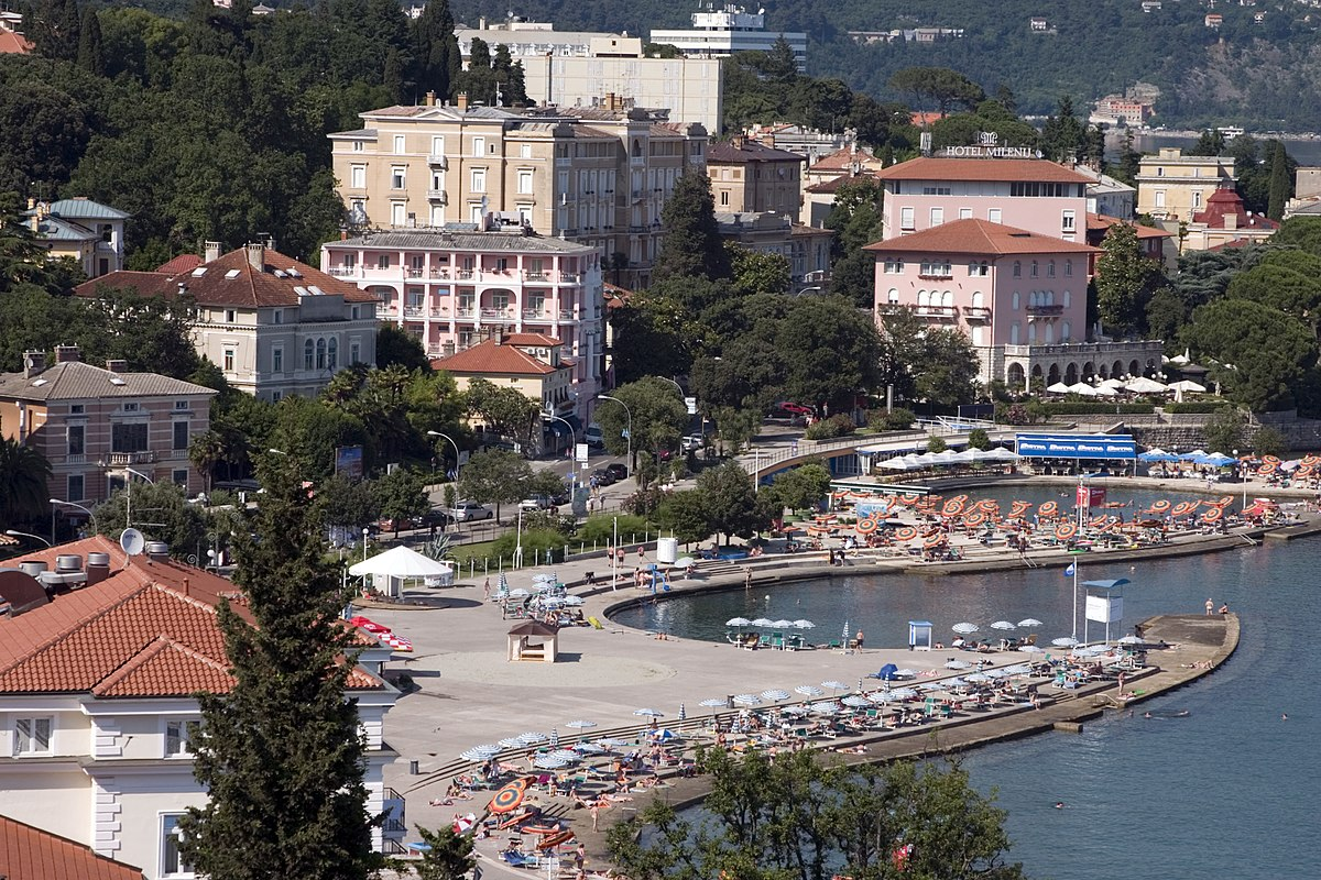 Hotel Villa Park Ortisei Near Road