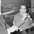Opdracht Uitgeverij Bruna te Utrecht, Georges Simenon bij aankomst Schiphol, Bestanddeelnr 917-7505.jpg