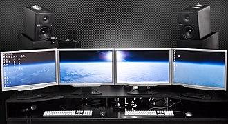 Multi-monitor - Two dual-monitor Digital Audio Workstation