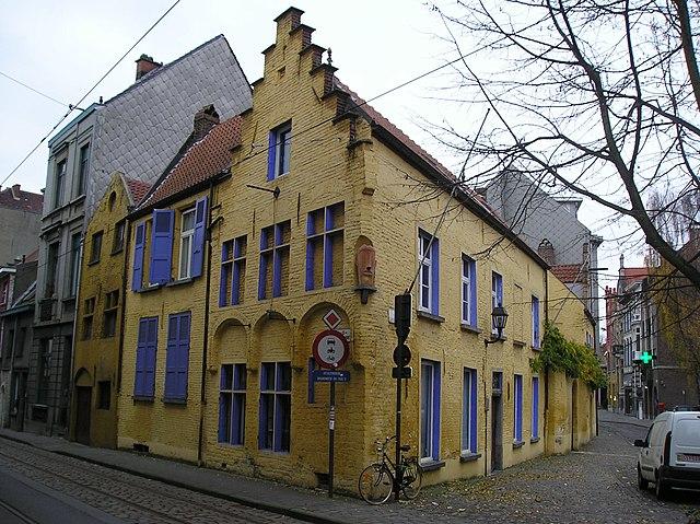 File oud geel huis jpg wikimedia commons - Oud huis ...
