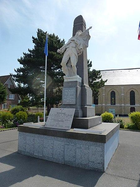 Oye-Plage (Pas-de-Calais) monument aux morts