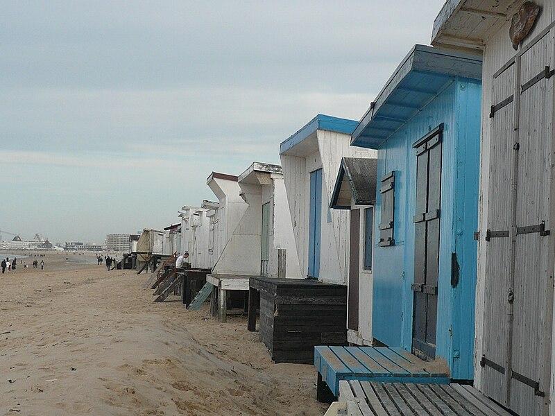 File:P1100978 Petite maisons front de mer De Panne.JPG
