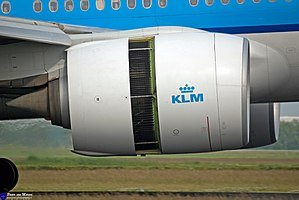 Boeing 777 - General Electric GE90, thrust reverser deployed