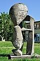 PL-PK Mielec, rzeźba Brzemię (Ludmiła Stehnova 1969) 2016-08-12--09-29-58-004.jpg
