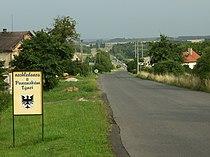 Panenský Týnec, východní okraj obce.JPG