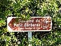 Panneau indicatif d'un vigneron indépendant domaine du Petit Barbaras.JPG