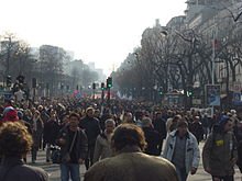 220px-Paris_manifestations_anti-CPE_12