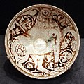 Periodo selgiuchide, bacinella con grifone, iran nordoccidentale XII secolo.jpg