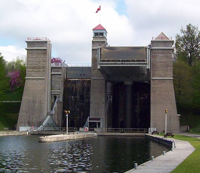 File:PeterboroughLiftLock23.jpg