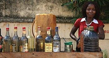 Vente d'essence embouteillée (Kpayo) au Bénin. (définition réelle 3432×1826)