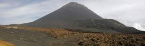 Vista do Pico Grande e do Pico Pequeno a partir da Chã das Caldeiras