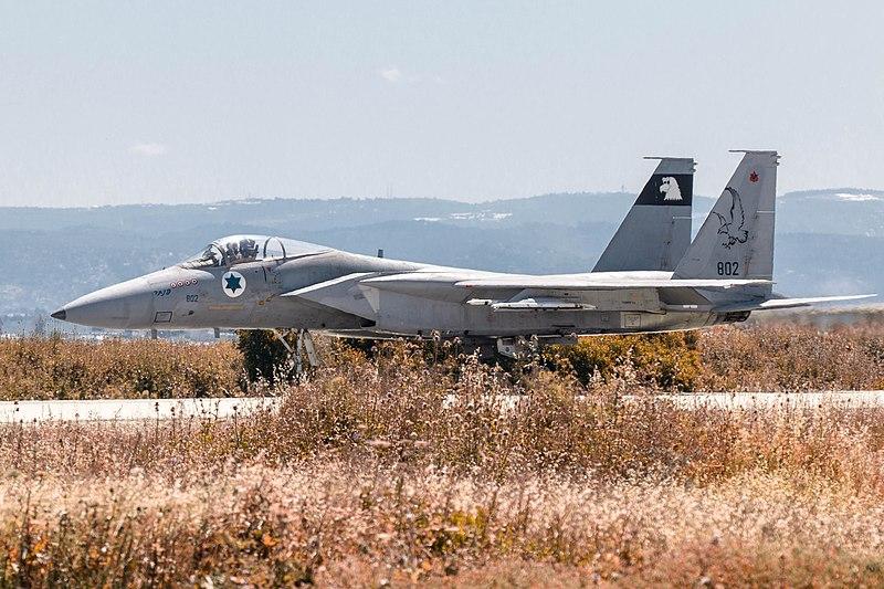 """מטוס F-15 """"בז"""""""