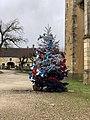 Place de l'église (Sougères-en-Puisaye) - sapin de Noël 2020 (2).jpg