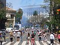 Plaza de Mayo, bengalas a la distancia.JPG
