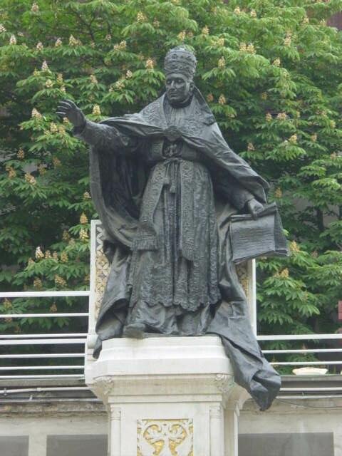 Pope Benedict XV statue