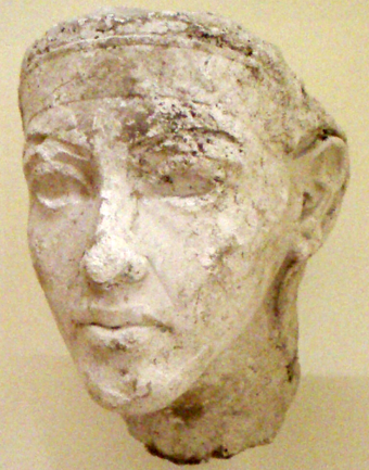 Plaster portrait study of a pharaoh, Ahkenaten or a co-regent or successor. Discovered within the workshop of the royal sculptor Thutmose at Amarna, now part of the Agyptisches Museum collection in Berlin. PortraitStudyOfAkhenaten-ThutmoseWorkshop EgyptianMuseumBerlin.png