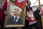 Portret prezydenta Lecha Kaczyńskiego niesiony podczas 6 rocznicy tragedii smoleńskiej.jpg