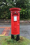 Post box at Woodslee on Spital Road, Bromborough.jpg