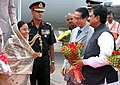 Pratibha Devisingh Patil being received by the Governor of Maharashtra and Goa, Shri S.C Jamir and Chief Minister of Maharashtra, Shri Vilasrao Deshmukh at Chhatrapati Shivaji Airport, Mumbai on June 26, 2008.jpg