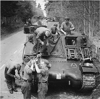 Division (military) - A Priest 105mm self-propelled gun of British 3rd Infantry Division, 1944