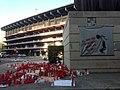 Protestes contra Peter Lim i Mestalla al fons.jpg