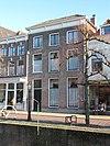 foto van Herenhuis ter breedte van drie vensterassen met lijstgevel