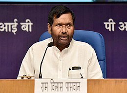 Ram Vilas Paswan addressing a press conference on four years achievements of the Ministry of Consumer Affairs, Food and Public Distribution, in New Delhi.JPG