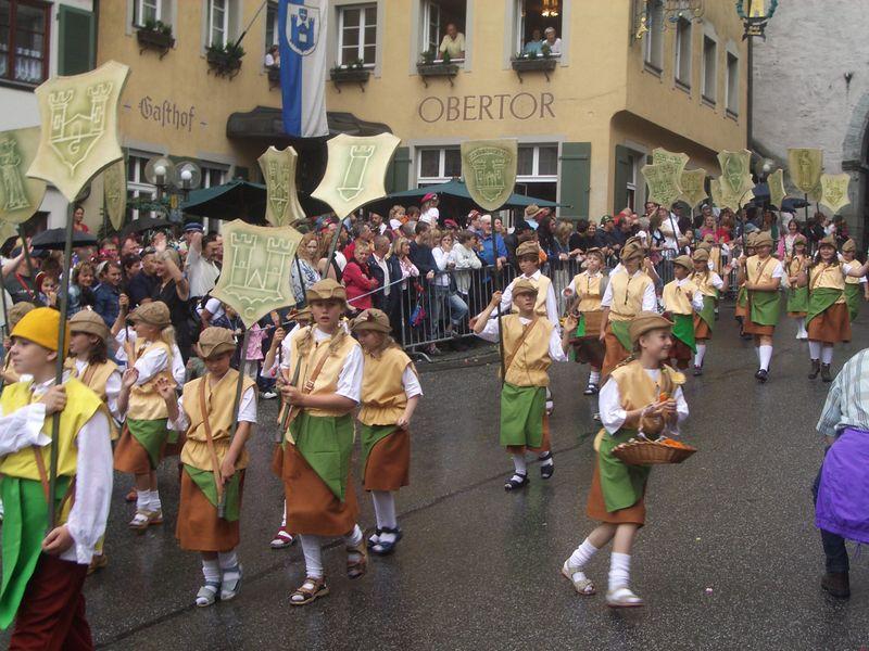 File:Ravensburg Rutenfest 2005 Festzug Papiermacherzeichen.jpg