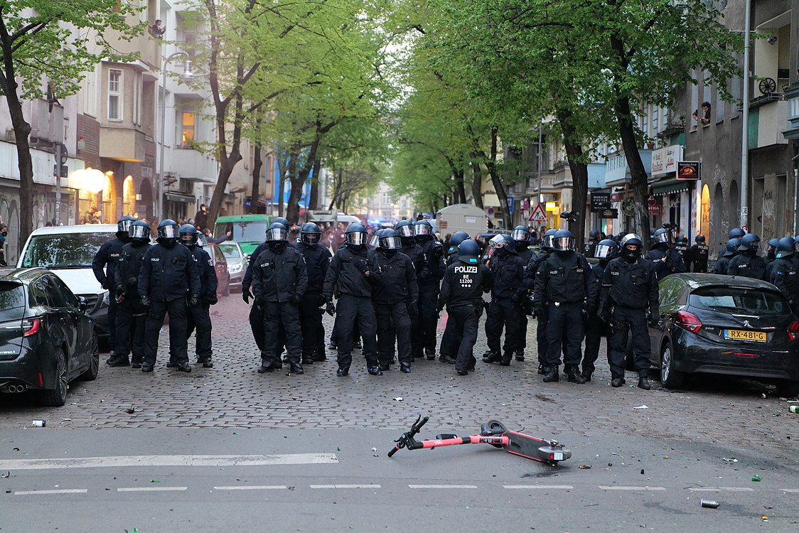 Revolutionary 1st may demonstration Berlin 2021 120.jpg
