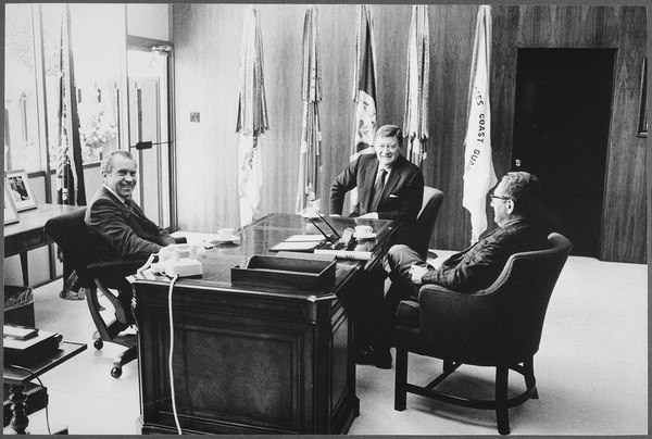 "Richard M. Nixon and Henry Kissinger meeting with Marion ""John"" Wayne - NARA - 194768.tif"