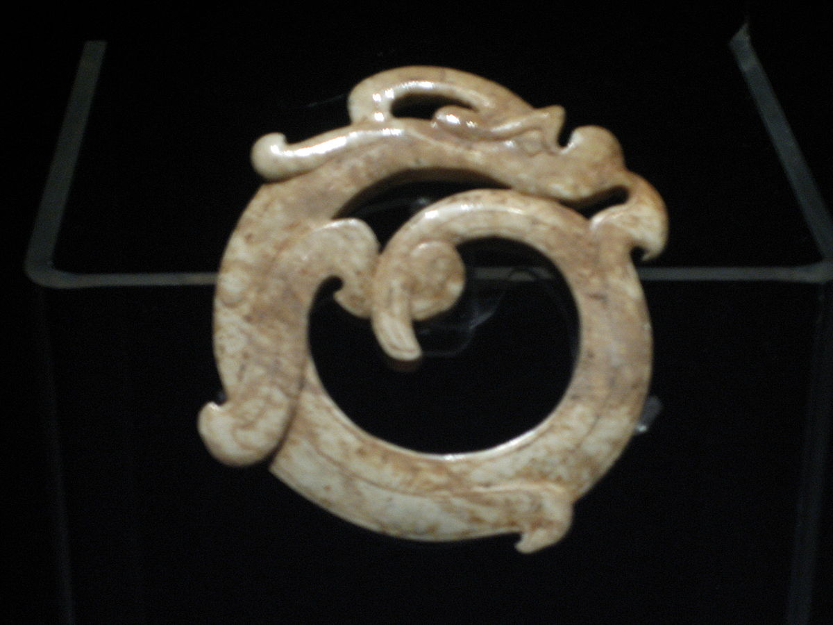1200px-Ring_in_shape_of_a_coiled_dragon.