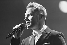 Ronan Keating - 2016330210056 2016-11-25 Night of the Proms - Sven - 1D X - 0221 - DV3P2361 mod.jpg