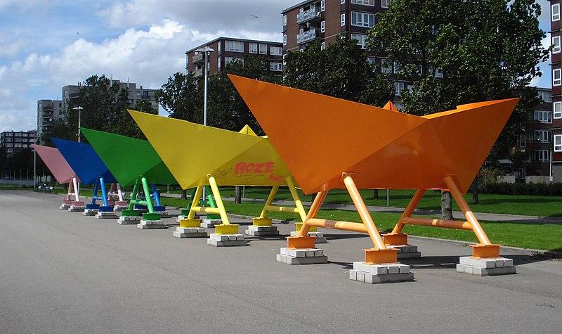 File:Rotterdam kunstwerk vijf papieren bootjes.jpg
