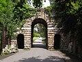 Ruined arch Kew 7214.JPG