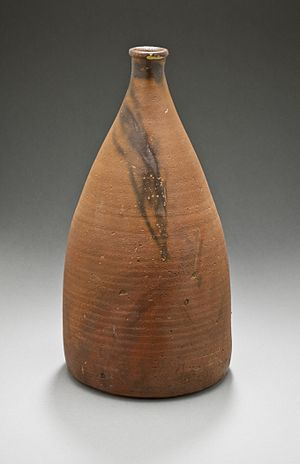 Bizen ware - Sake bottle with hidasuki marks, Edo period, mid-17th century