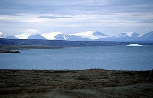 Sawtooth Range (Nunavut) - Image: Sawtooth Range (04 08 97)